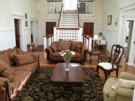 Chiltern Inn: Sitting Room
