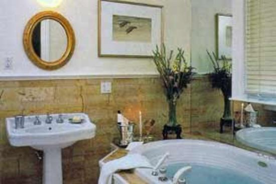 Chiltern Inn: Marble Bath