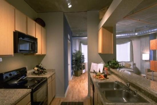 National at Ballpark Lofts: Kitchen