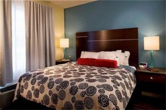 Ontario Grand Inn & Suites: QUEENS