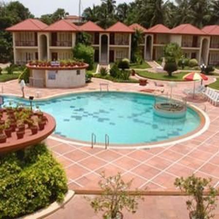 Radhika Beach Resort: Exterior