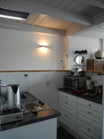 Bed & Breakfast De Vossenpoort: Small kitchen