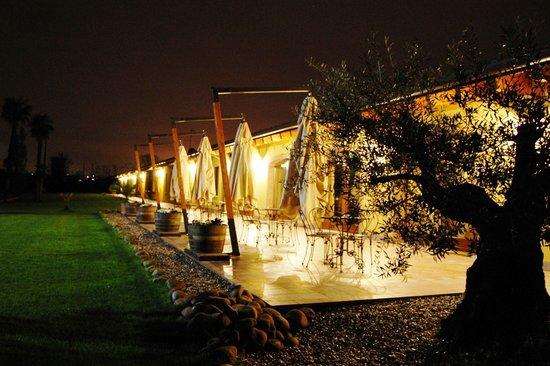 Agriturismo Le Case di Campagna: Hotel at night 2