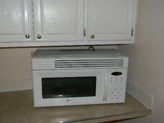 Econo Lodge Inn & Suites Beach: wall unit microwave sitting on counter