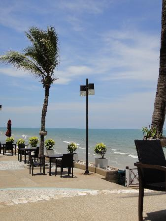 Imperial Hua Hin Beach Resort: Waterfront Terrace