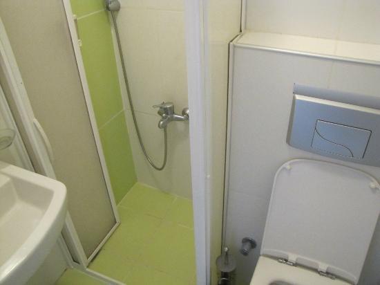 Hotel Crowded House : Bathroom