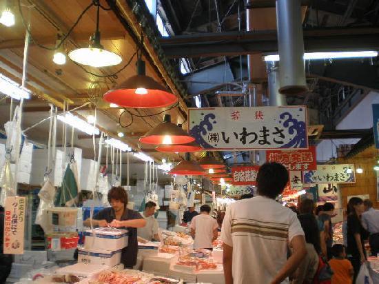 Tsuruga, Jepang: お店がずらりと並びます