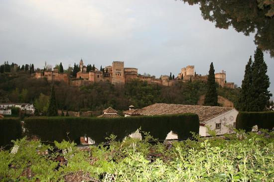 Carmen de la Victoria: View of Alhambra 2