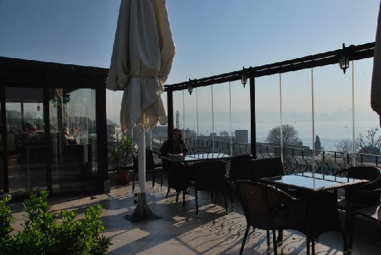 Hippodrome Hotel: View from breakfast terrace to Bosphorus