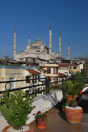 Hippodrome Hotel: View from breakfast terrace to Sultan Ahmed Mosque