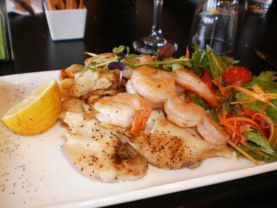 Solace Cafe & Restaurant: sea food platter