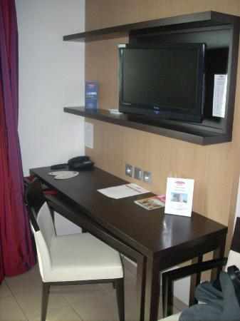 Residhome Privilege Toulouse Occitania: Escritorio y TV