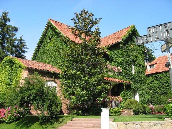 夏勒特克羅米娜飯店