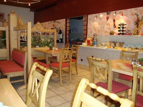 Hotel Menuwirt Klopeinersee: heller Speisesaal, Frühstückbereich
