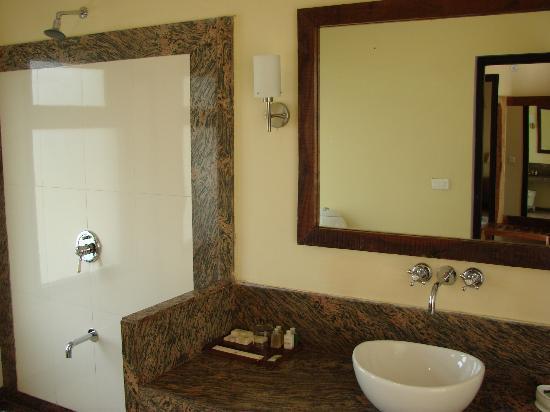 Tiger Lagoon: large spacious bathroom/wet room