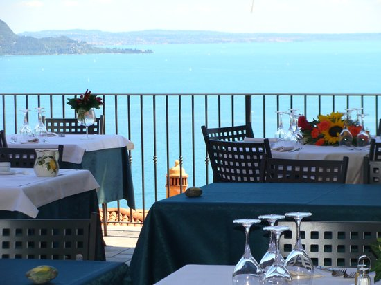 Hotel Belvedere: Terrace with lake view