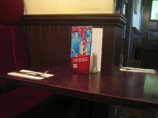 Cafe Rouge - Whiteleys: The laying of the table