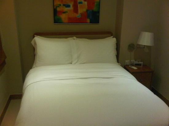 CHI Residences 314: Bed with 4 nice soft pillows. loves it!