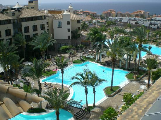Costa Adeje Gran Hotel: Pool area from the roof
