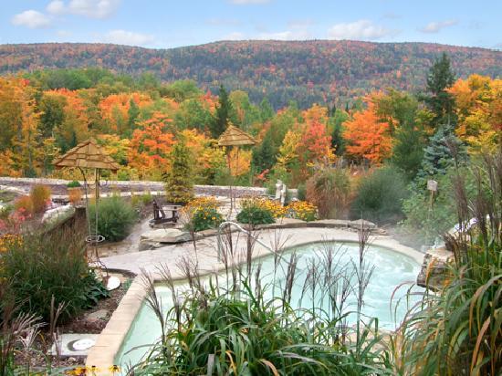 Spa et Chalets Natur'Eau: Vue sur les montagnes dans les bains extérieurs