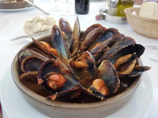 Mediterraneo: A huge bowl of moules