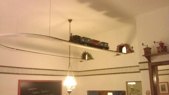 kleines goody die eisenbahn an der decke picture of cafe und restaurant kaffeepottchen