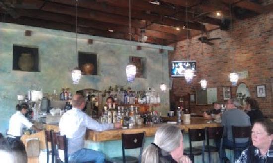 Hydro Bar and Grill: Interior
