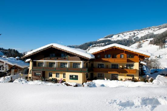 Wanderhotel Erika: Hausfoto Winter
