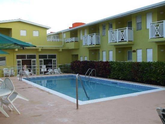 Tropical Winds Apartment Hotel : Swimming pool.