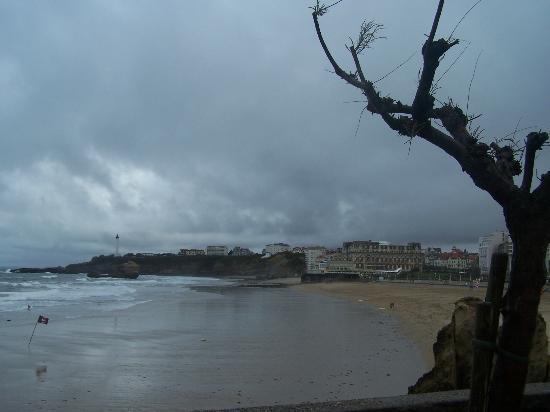 Côte des Basques: plage arrondie livrée aux vents