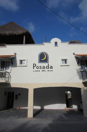 Posada Luna del Sur: Outside the hotel