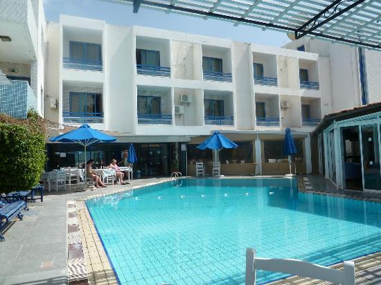 Nereus Hotel: Swimming pool