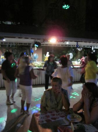 Marin Hotel: После ужина можно и потанцевать.