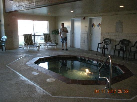 Country Inn & Suites by Radisson, Council Bluffs, IA: Hot tub at Council Bluffs Country Inn & Suites 3-11-12