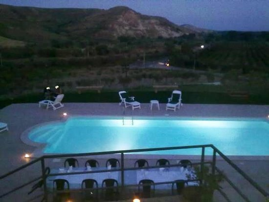 Botricello, Italie : Cena a bordo piscina