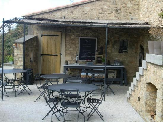 Maison Valvert : Petit déjeuner en extérieur