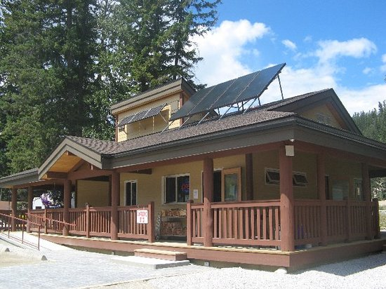 Golden Municipal Campground: Campground Store and Amenities