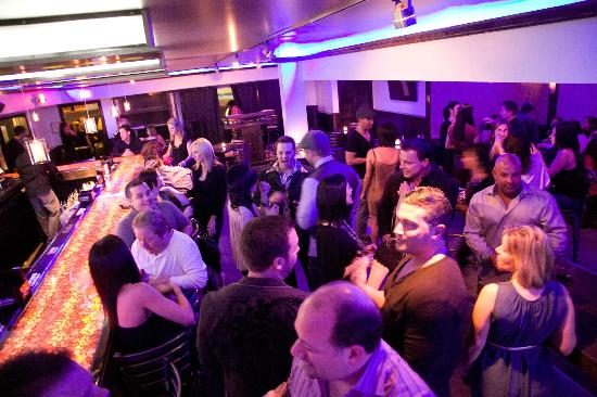 Manhattan Bistro: Crowd Shot