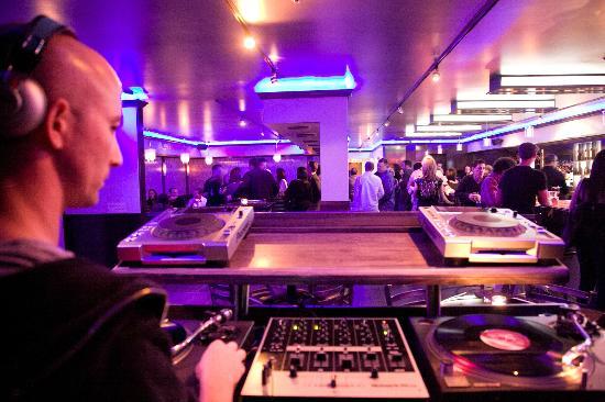 Manhattan Bistro: crowd