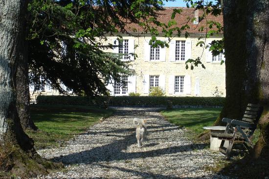 Chambres d'hotes Laguneaussan : Das Hauptgebäude - Bed and breakfast