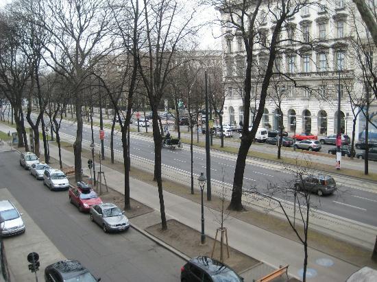 Das Opernring Hotel: вид с балкона на Хоббург