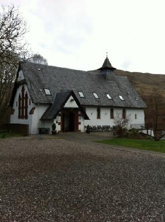 Inversnaid Bunkhouse: From the road