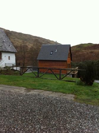 Inversnaid Bunkhouse: We stayed in the adjacent lodge
