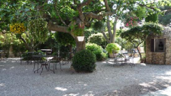Hôtel Lou Cagnard : un petit coin de verdure et de calme en centre ville