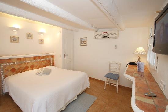 Hotel Lou Cagnard: chambre