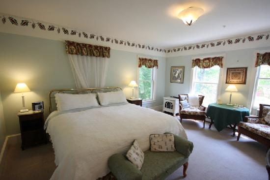 Maple Hill Farm Inn and Conference Center: Guest Room 8