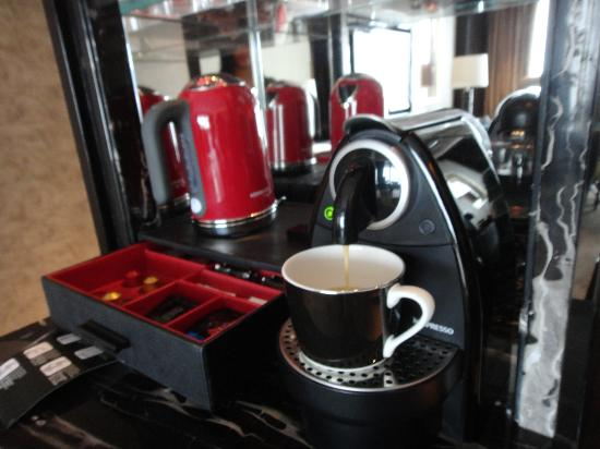 The Ritz-Carlton, Hong Kong: Nespresso!