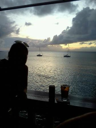 Ocean View Bar & Grill: My daughter & I had a wonderful Happy Hour!