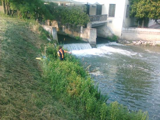 Hotel Antico Mulino : Pesca nel fiume adiacente