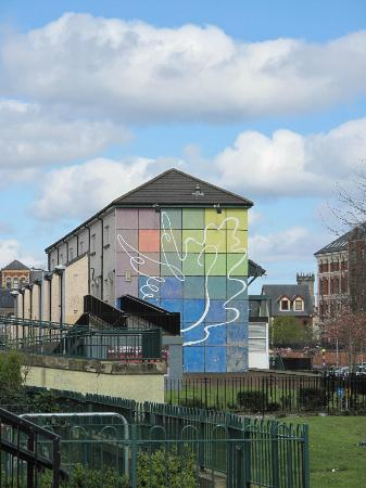 Free Derry Tours: peace mural